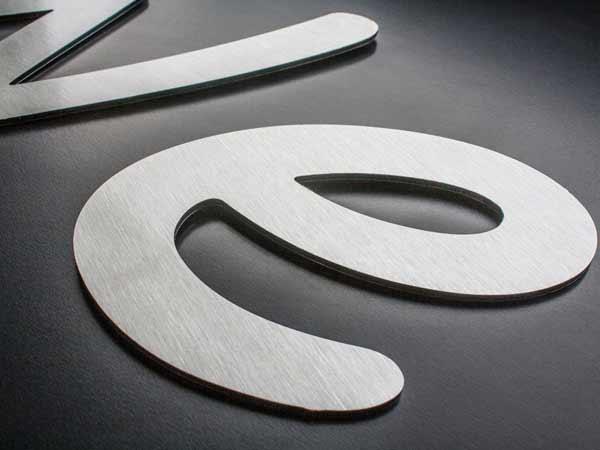 Stampa-cartelloni-su-alluminio-dibond-reggio-emilia